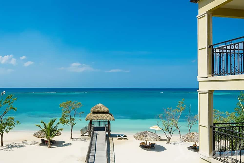 Deluxe Room, 1 Bedroom, Ocean View (French Beachfront Deluxe) - Guest Room