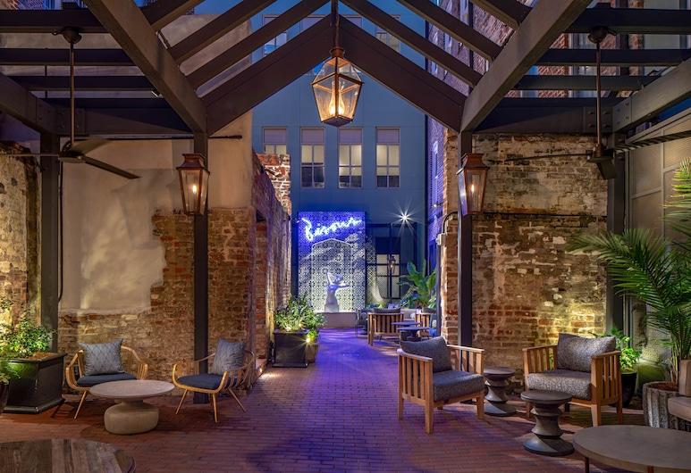 伊麗莎珍凱悅無極限連鎖飯店, 紐奧良, 庭院
