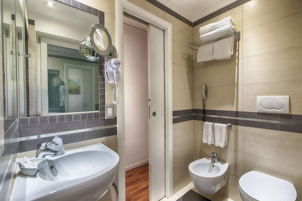 Family Room (2 Adults + 2 Children) - Bathroom