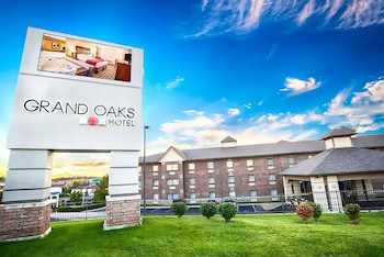 Picture of Grand Oaks Hotel in Branson