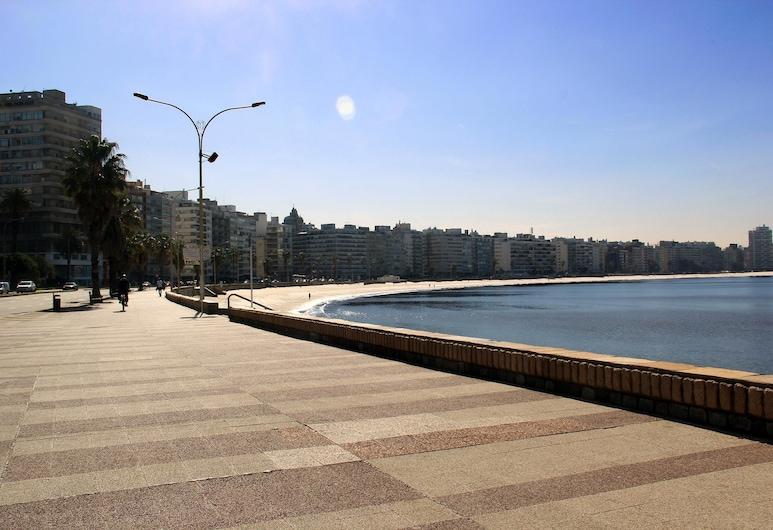 Pocitos Plaza Hotel, Montevideo, Beach