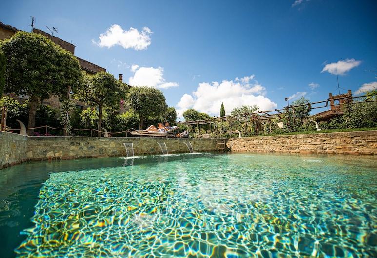 โรงแรมปาลาซโซ เดล กาปิตาโน เวลล์เนสแอนด์เรอเลส์ - ฮิสทอริกลักซ์ชัวรี แคปิตาโน คอลเลกชั่น, San Quirico d'Orcia, สระว่ายน้ำกลางแจ้ง