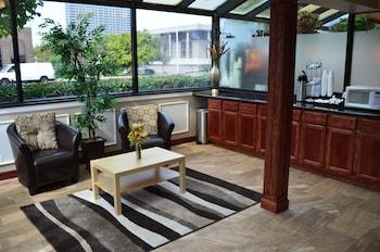 底特律底特律市中心里弗頓套房酒店的圖片