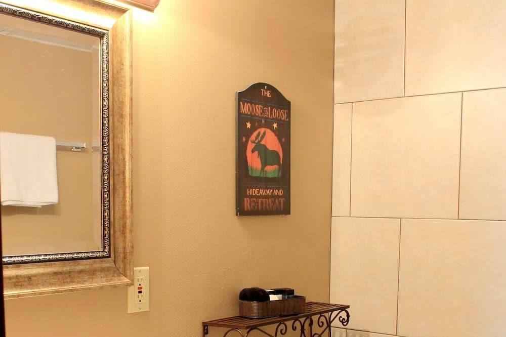 客房, 1 張特大雙人床 (Single King at Moose Creek Inn) - 浴室