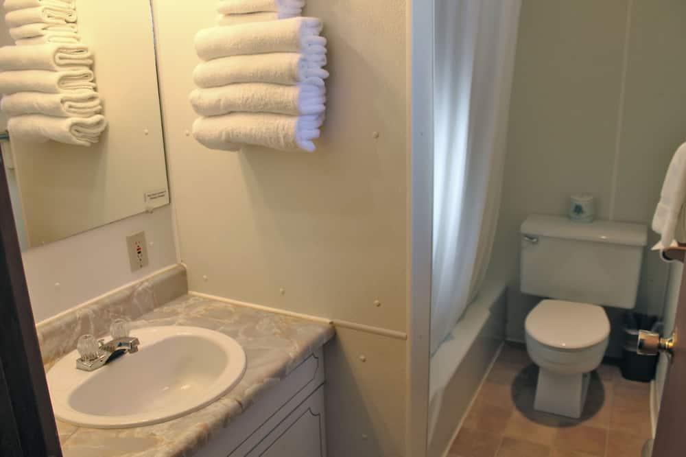 Стандартный номер, 2 двуспальные кровати «Квин-сайз» - Ванная комната