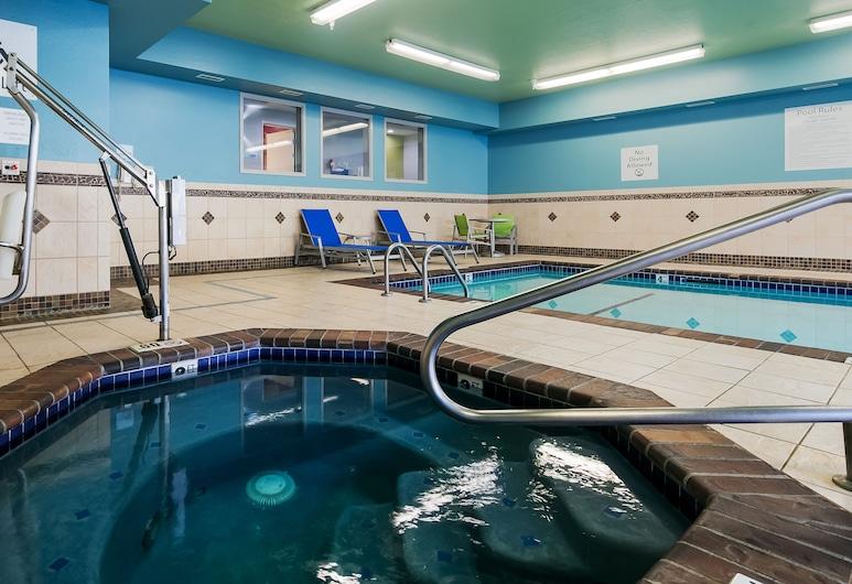 Holiday Inn Express & Suites Everett, Everett, Piscine