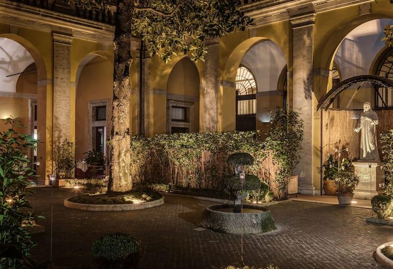 Palazzo Cardinal Cesi, Rím, Vnútorný vchod