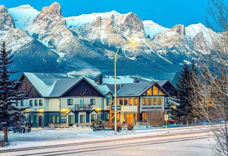 Basecamp Lodge, Canmore, Fachada del hotel