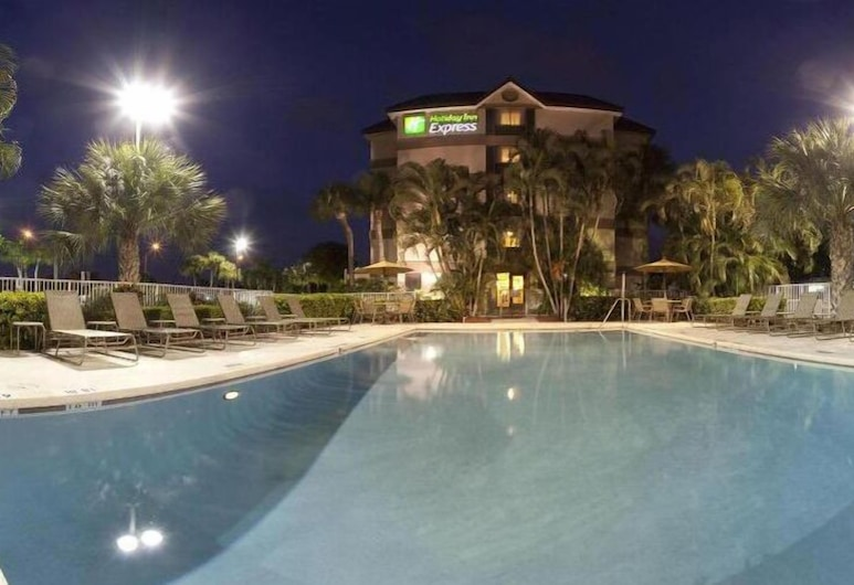 Holiday Inn Express & Suites Ft. Lauderdale N - Exec Airport, Fort Lauderdale, Außenpool