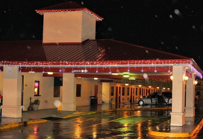 Best Inn Booneville, Booneville, Hotel Front – Evening/Night