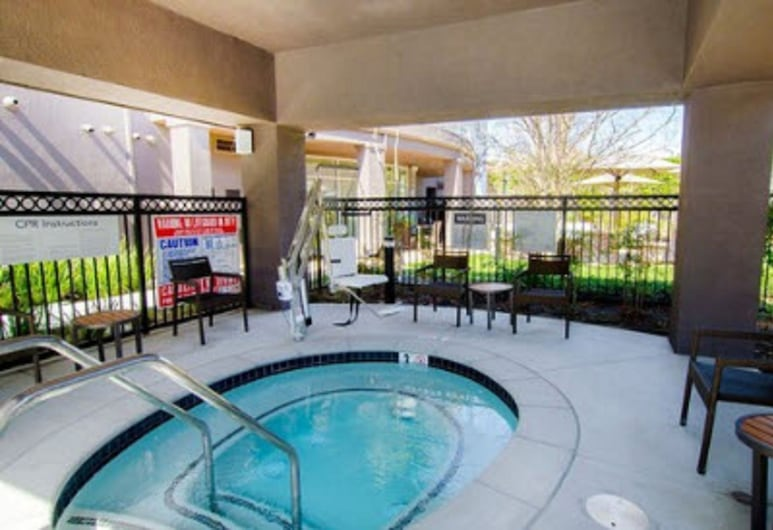 Courtyard by Marriott Ventura Simi Valley, Simi Valley, Outdoor Spa Tub