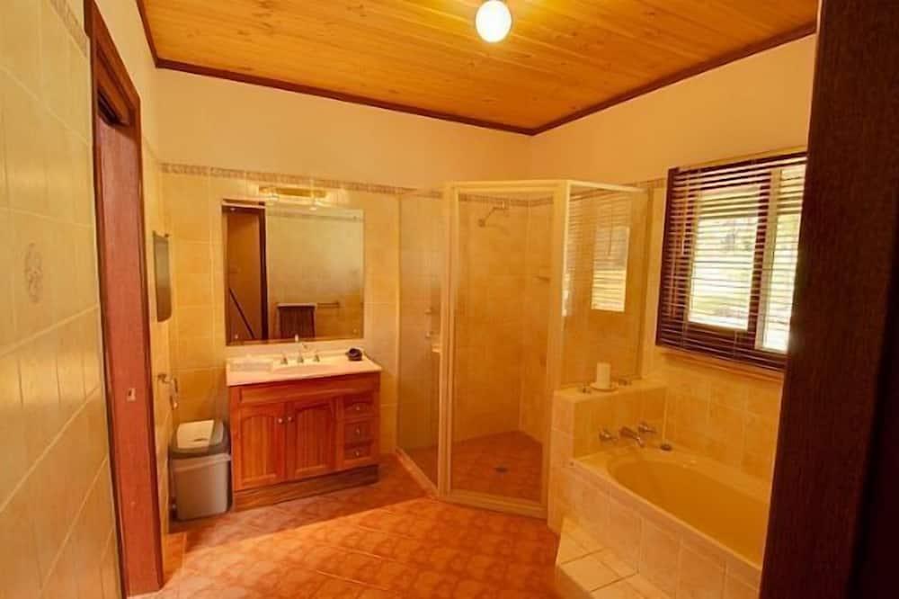 namelis - Vonios kambarys