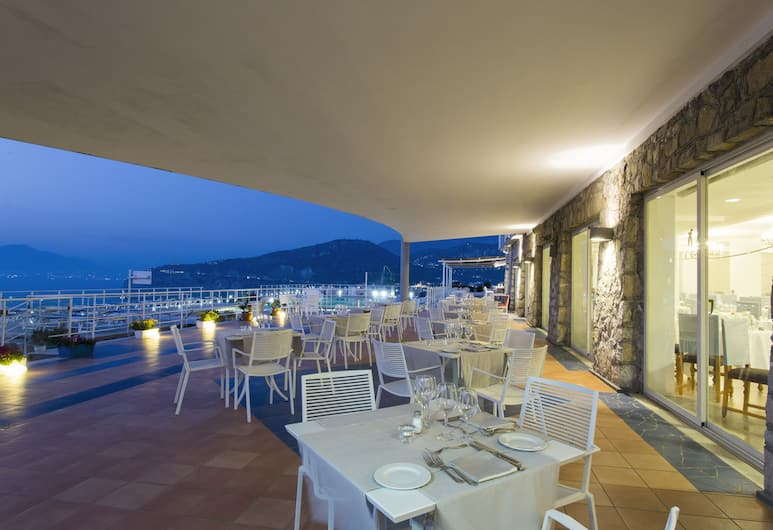 Art Hotel Gran Paradiso, Sorrento, Pool