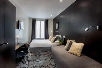 파리의 포르테 드 베르사유 호텔 사진