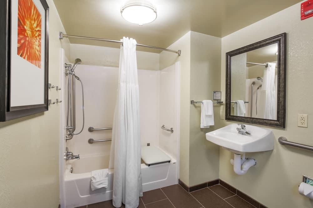 Huone, 1 makuuhuone, Esteetön, Tupakointi kielletty (1 Qn, Mobility Tub) - Kylpyhuone