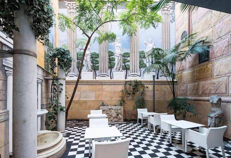 Hotel Catalonia Roma, Barcelone, Cour