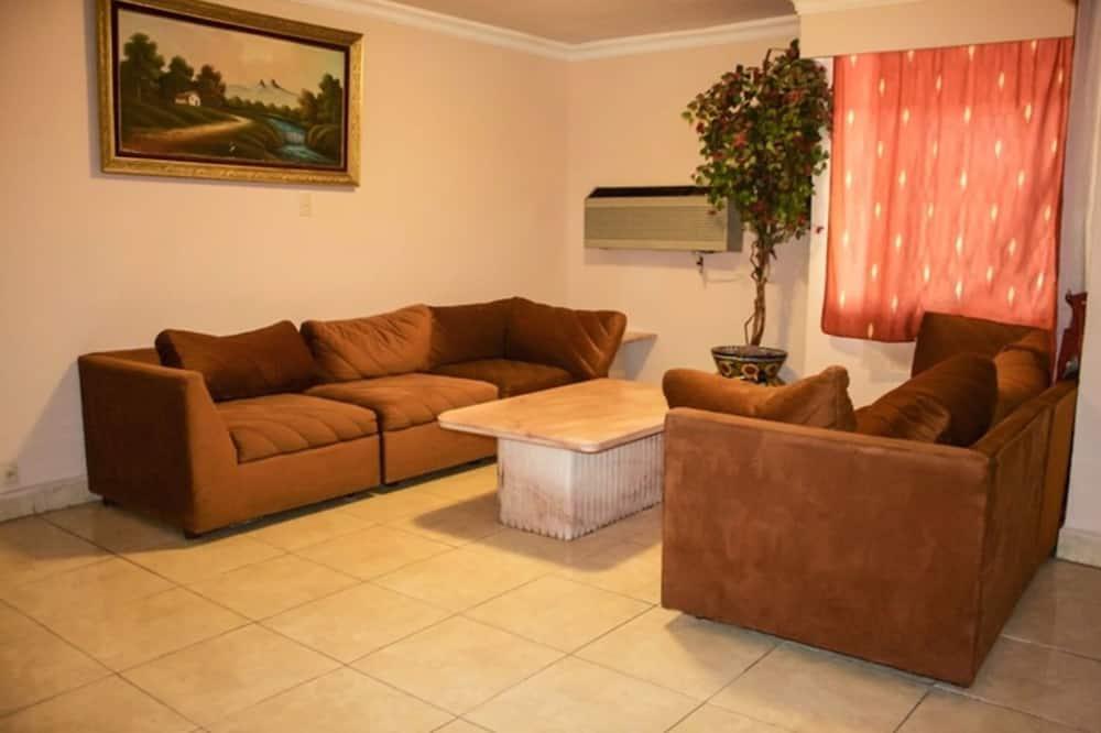 Paaugstināta komforta četrvietīgs numurs, 2 divguļamās gultas (Master Suite) - Dzīvojamā zona