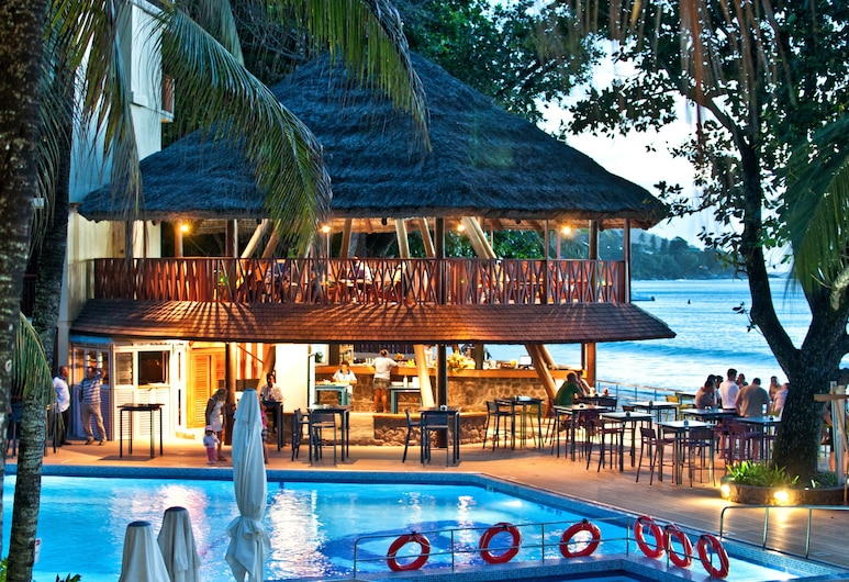 Coral Strand Smart Choice Hotel, Mahe Island, Poolside Bar