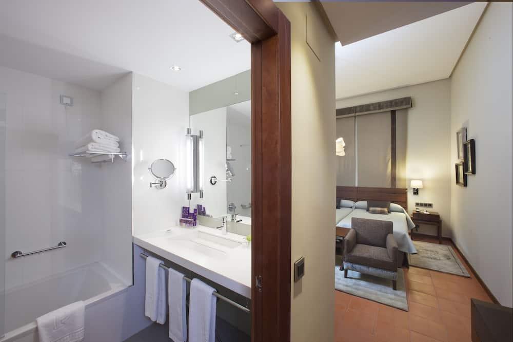 חדר סטנדרט זוגי ליחיד, 2 מיטות יחיד - חדר רחצה