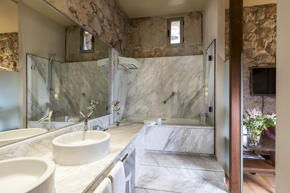 Superior szoba kétszemélyes ággyal, 1 queen (nagyméretű) franciaágy - Fürdőszoba