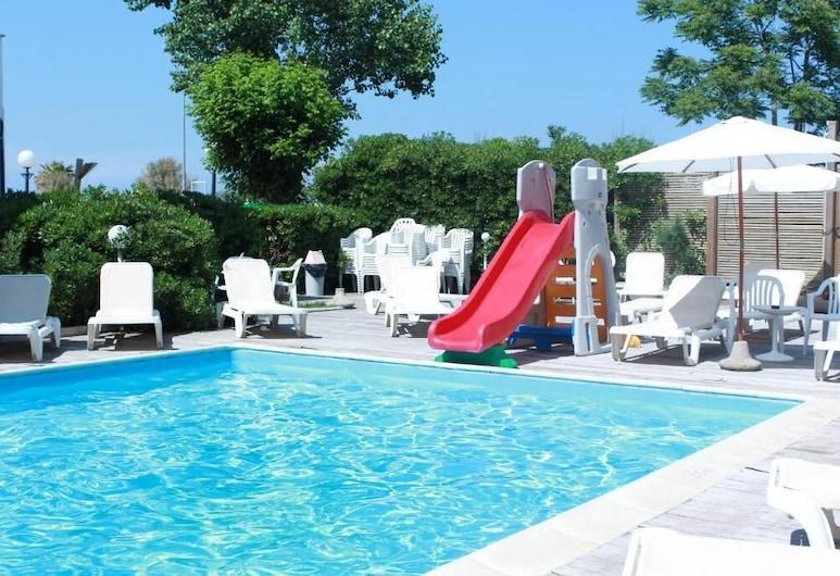 هوتل ستيلا بولاري, Rimini, حمّام سباحة خارجي