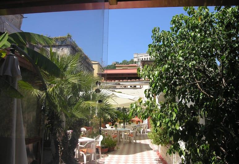 Toledo Hotel, Naples, Terasa