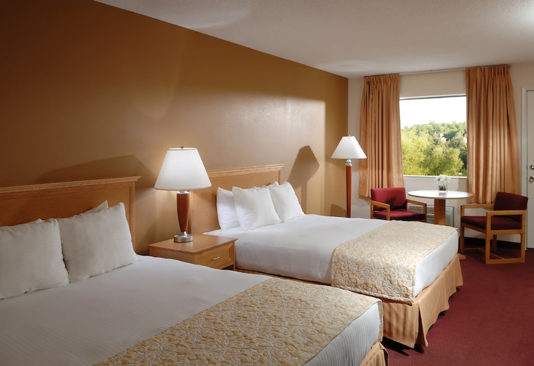 Whispering Hills Inn, Branson, Classic Room, 2 Queen Beds, Guest Room