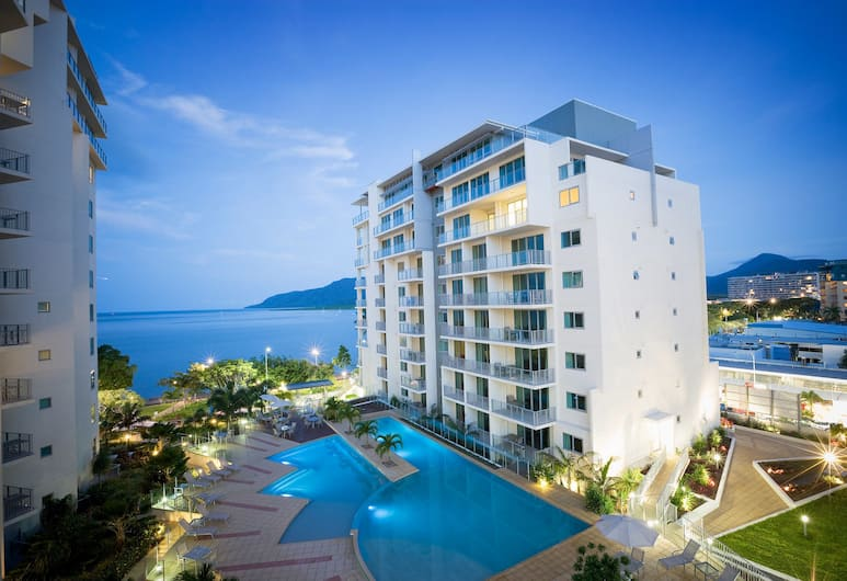 Mantra Trilogy, Cairns, Hotel Front – Evening/Night