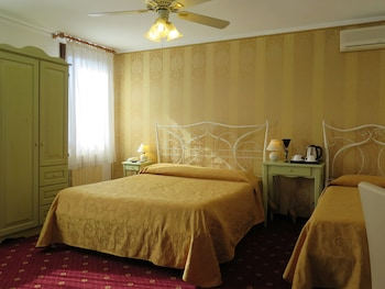 Choose This 2 Star Hotel In Venice
