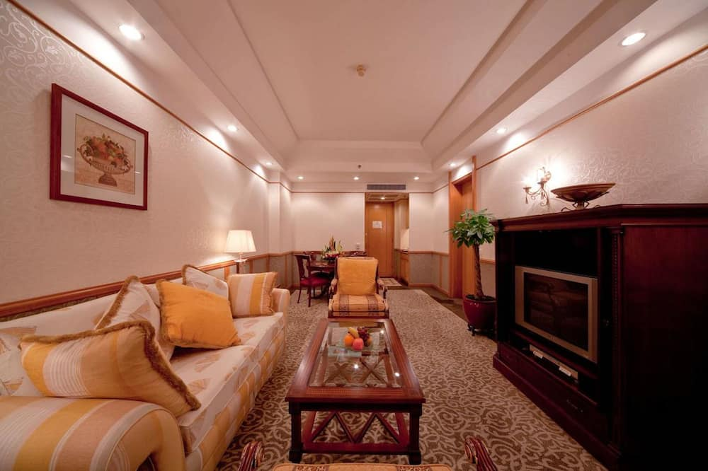Specialty Suite King - Living Room