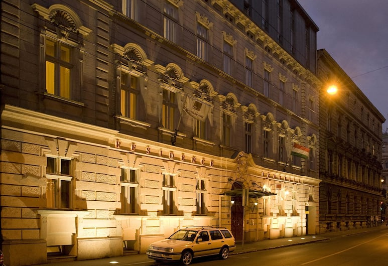 Mamaison Residence Izabella Budapest, Budapest, Voorkant van de accommodatie - avond