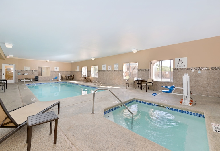 Holiday Inn Express Bernalillo, Bernalillo, Pool