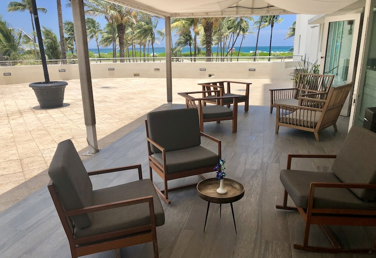 維克多飯店, 邁阿密海灘, 露台