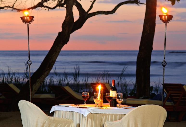 Capitán Suizo Beachfront Boutique Hotel, Tamarindo, Γεύματα σε εξωτερικό χώρο