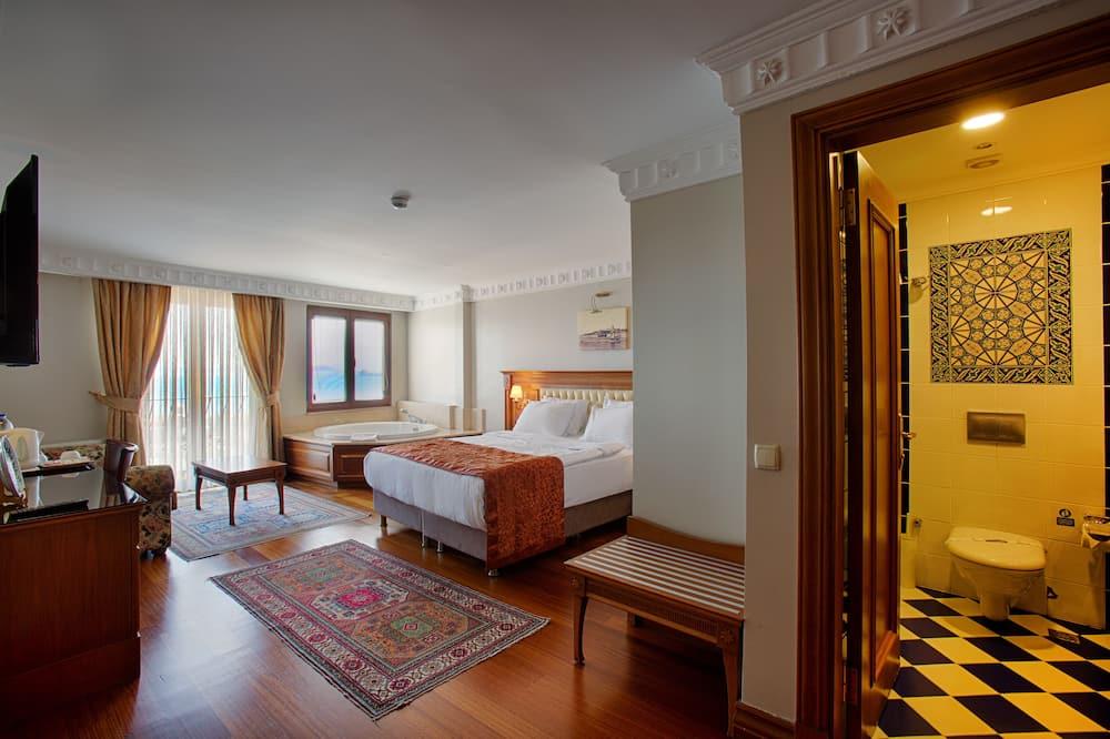 Pagerinto tipo kambarys, 1 labai didelė dvigulė lova ir sofa-lova, sūkurinė vonia, vaizdas į jūrą - Vaizdas į paplūdimį / vandenyną