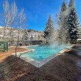 شقة - ٣ غرف نوم - بمغطس ساخن - بمنظر للوادي (Luxury 3 Bedroom Condo ) - حمام سباحة