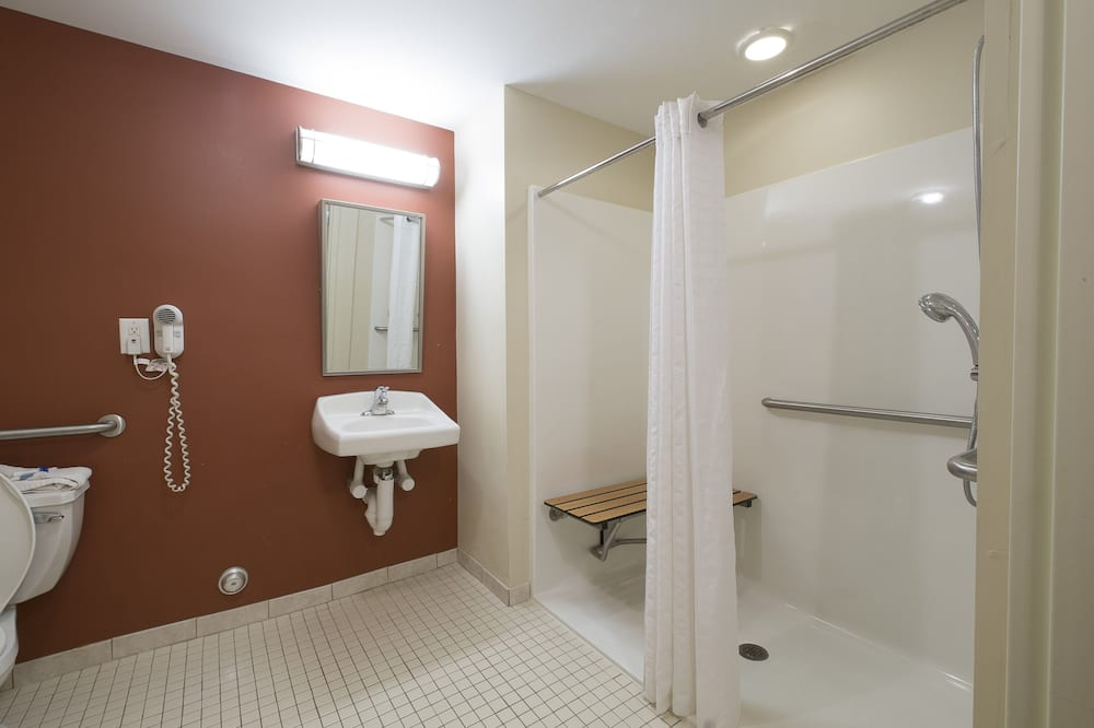 Deluxe Δωμάτιο, 2 Διπλά Κρεβάτια, Πρόσβαση για Άτομα με Αναπηρία, Μη Καπνιστών (Roll-In Shower) - Μπάνιο