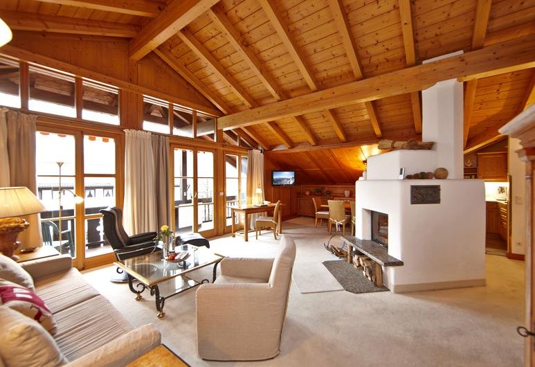 Hotel Zugspitze, Garmisch-Partenkirchen, Deluxe-Suite, 2Schlafzimmer, Bergblick, Wohnbereich