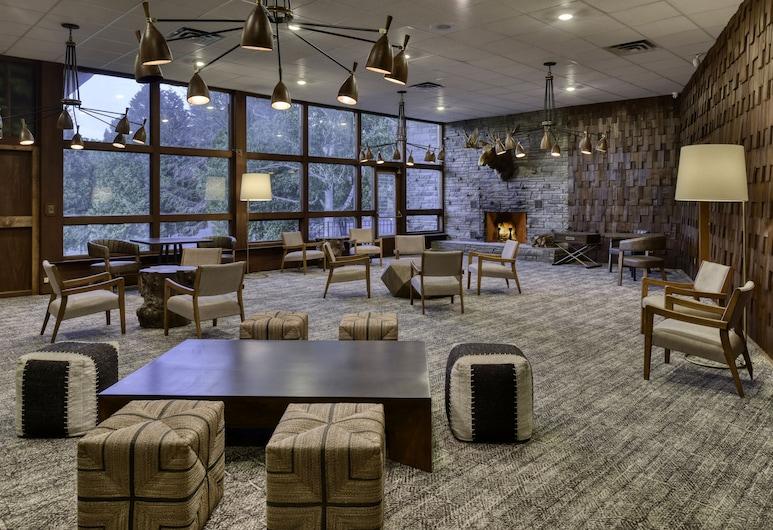 Roaring Brook Ranch Resort, לייק ג'ורג', אזור ישיבה בלובי