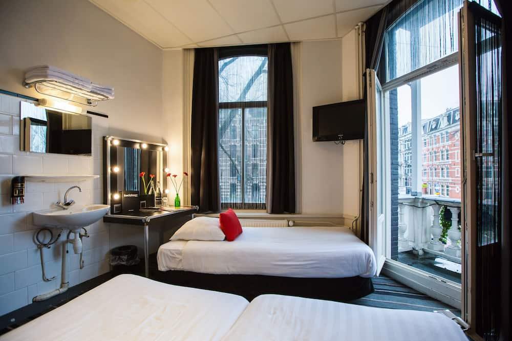 ห้องสแตนดาร์ดทริปเปิล, เตียงเดี่ยว 3 เตียง, ห้องน้ำรวม - วิวเมือง