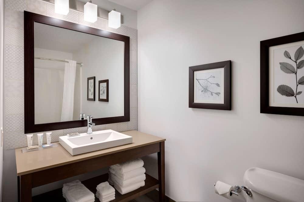 Suite, 1 King Bed, Accessible, Non Smoking - Bathroom