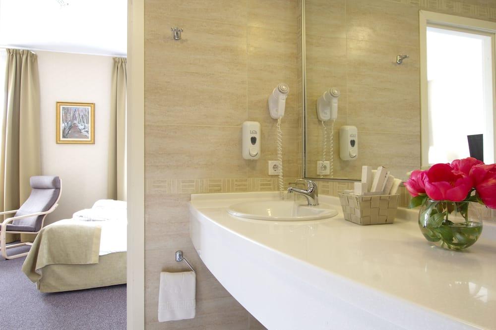 Люкс, 1 двуспальная кровать «Кинг-сайз» - Ванная комната