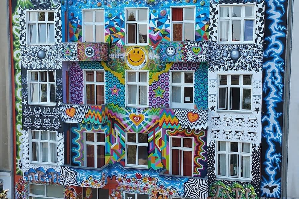 HappyGoLucky Hotel & Hostel