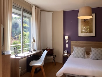 Picture of Hotel Le Petit Castel in Antibes