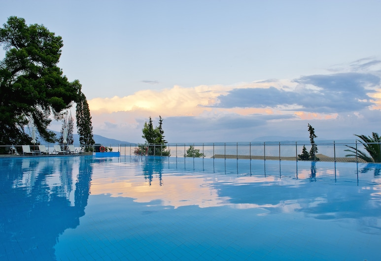 Kontokali Bay Resort & Spa, Корфу, «Бескрайний» бассейн