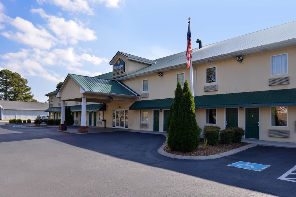 Douglas Inn And Suites Cleveland