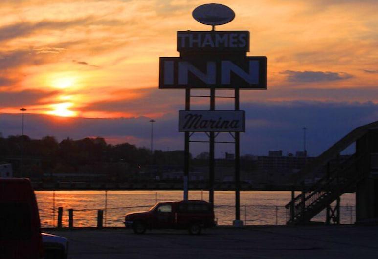 Thames Inn & Marina, Groton, Pročelje hotela – navečer/po noći