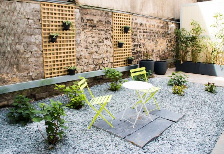 Hotel Excelsior Batignolles, Paris, Garden