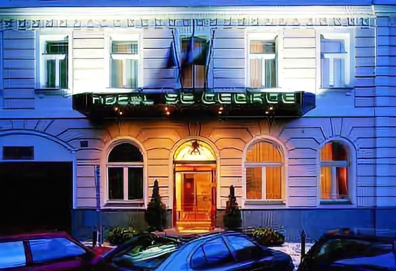 Hotel St George, Praga, Fachada del hotel de noche