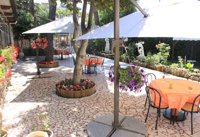 Hotel Romulus, Rome, Garden